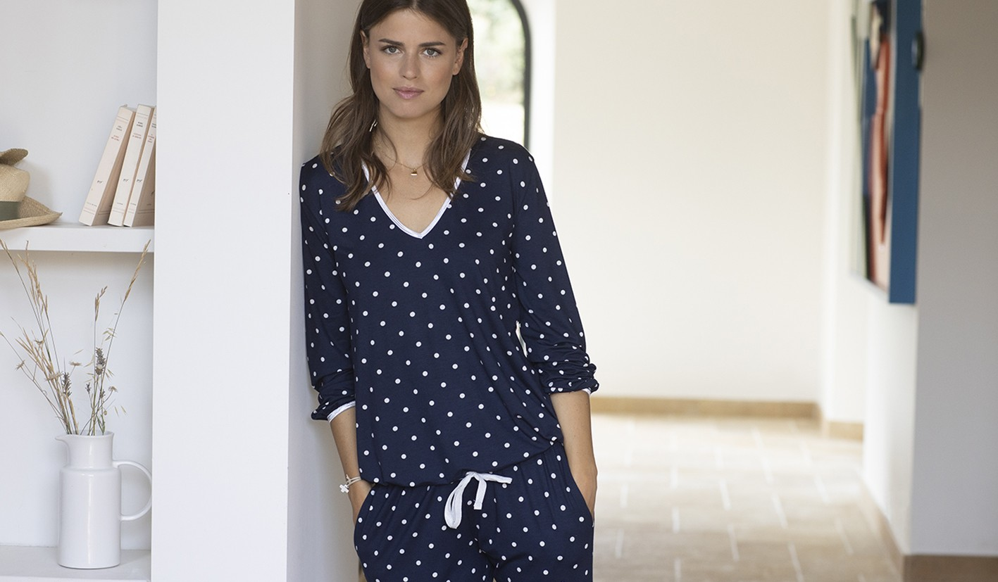 https://www.lingerielechat.com/fr/pyjama-a-pois-bellagio-102-marine-2502.html